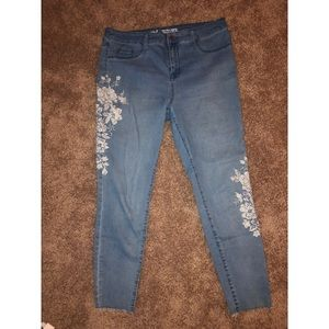 Mossimo Embroidered Jeggings